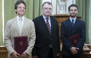 Zlinszky András, Török Ádám, az MTA főtitkára és Hatvani István Gábor a díjátadáson