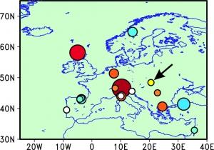 3. ábra. A BNT-2 fúrómag és a vizsgált cseppkőrekordok közötti korrelációk térbeli alakulása. Vörös árnyalatok: pozitív korreláció. Kék árnyalatok: negatív korreláció. A körök mérete a korrelációs együtthatóval arányos. A sárga jelölő, amelyre a nyíl mutat, a Béke-barlang helyét jelzi.